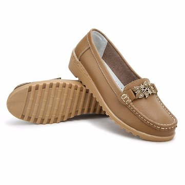 Flower Decoration Soft Comfortable Pure Color Slip On Flat Loafers от Newchic.com INT