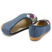Big Size Flower Print National Wind Slip On Flat Shoes