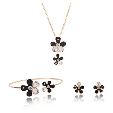 Black White Crystal Flower Shaped Pendant Necklace Earrings Jewelry Set