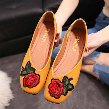 Flower Embroidery Vintage Flat Slip On Shoes
